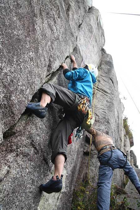 20101024砦クラックを登る都