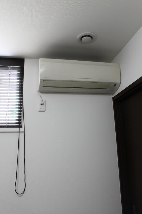 コンセント 位置 エアコン