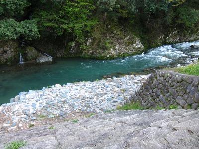 20100424_温泉前の川