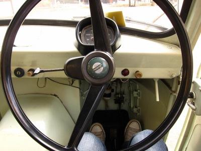 20100613_酒屋の三輪車3