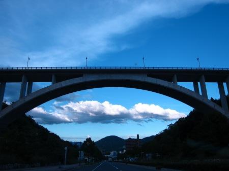 20100828_橋と雲