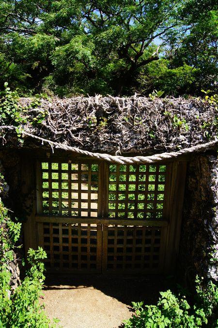 250831 世之主の墓4