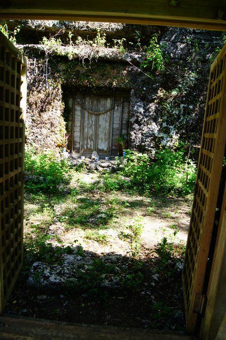 250831 世之主の墓9