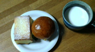 イチゴチーズトーストとレーズンクリーム