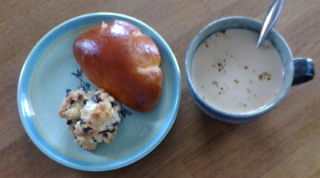 クリームパンとブルーベリースコーン