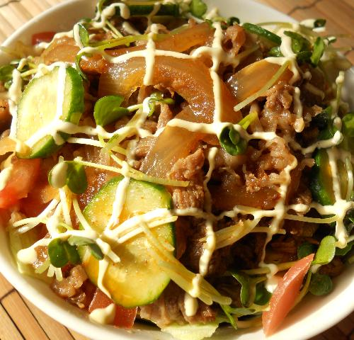 国嵩特製サラダ牛丼12