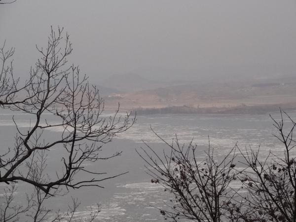 DSC00132凍るイムジン川