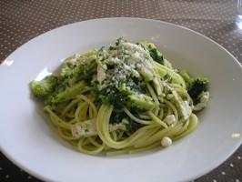 鶏肉と緑野菜のスパゲティ