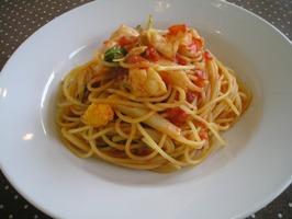 エビとカリフラワーのトマトソースのスパゲティ
