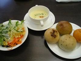 スープ、サラダ、パン