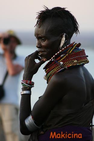 トルカナ 女性横顔