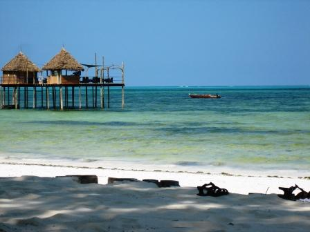 ザンジバル ホテル前のビーチ