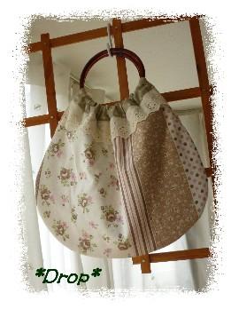 5月 丸ハンドルバッグ 茶ばらパッチ風1