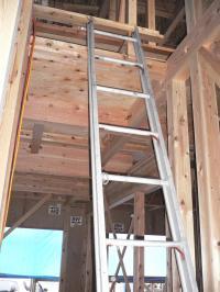 2階へのはしご