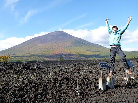 岩手山焼走り熔岩流の紅葉13(2011.10.11)ジャンプ