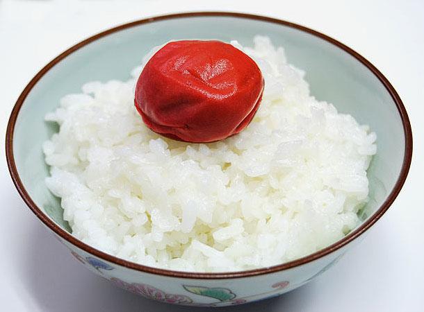 昔ながらの、「ご飯に梅干し」こそ、食の基本です。