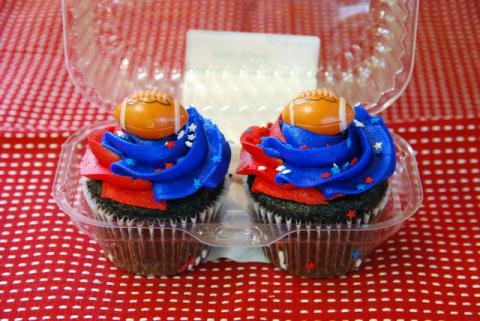 super bowl cup cakes