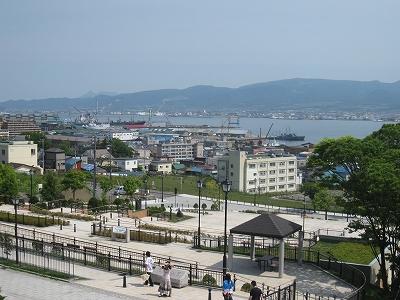 旧函館区公会堂から見た海