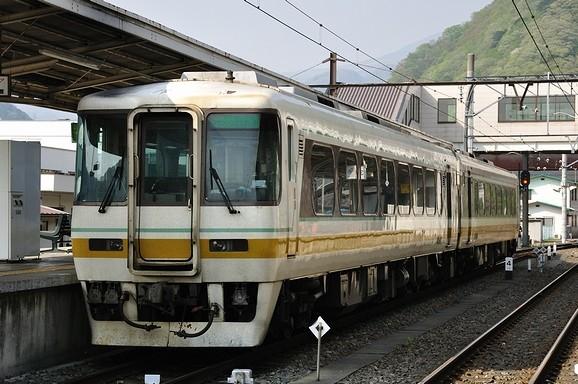 2010.05.06 1511_24(1) 会津鉄道キハ8504+キハ8501