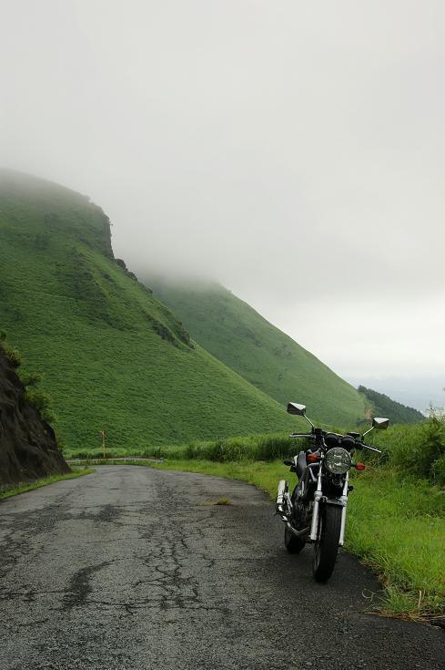 ラピュタの道緑の山々