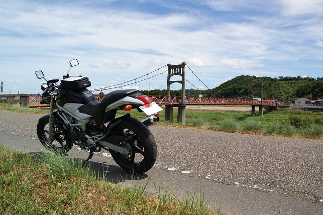 バイクも渡れる吊橋