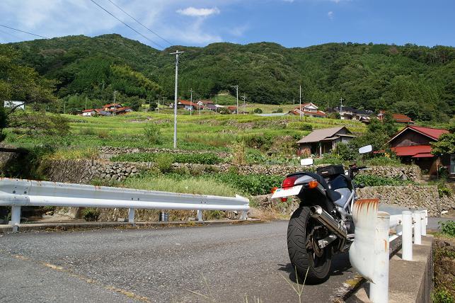 大井谷の集落と棚田