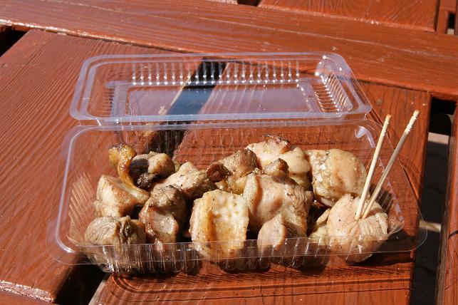草千里駐車場にて地鶏炭火焼 ¥500
