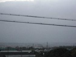 鈴鹿の山々は雪雲です