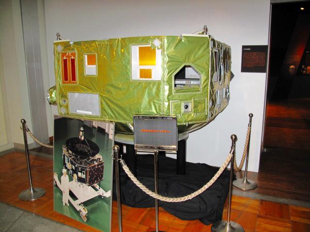 入り口の前になんと火星探査機「のぞみ」PLANET-Bの実物大模型が置かれています。