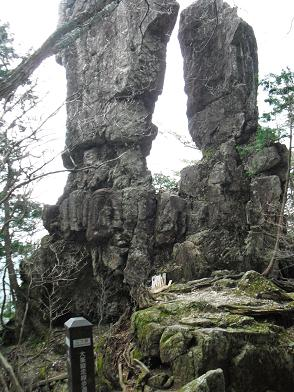 下山道・二つ岩
