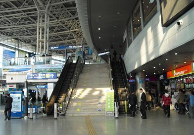 3Fの乗車口への階段