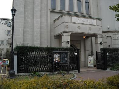 2 教会とホテル・入口