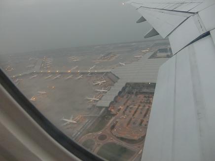 10 香港空港を離陸