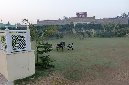 3 ホテルの中庭