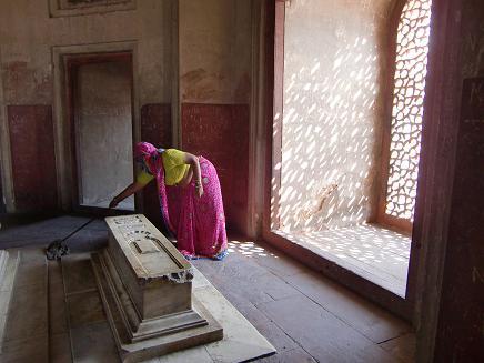 17 フマユーン廟・墓の掃除