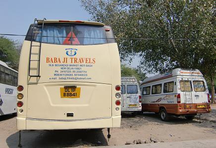 24 ツーリストのバス