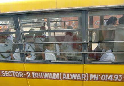 4 スクールバス