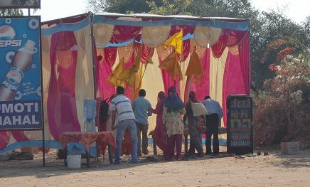 9 ヒンズー教寺院へ参拝・休憩所