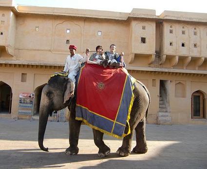 10 象に乗ってアンベール城へ到着(S)