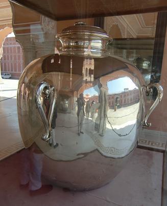 23 シティパレス・銀の壷