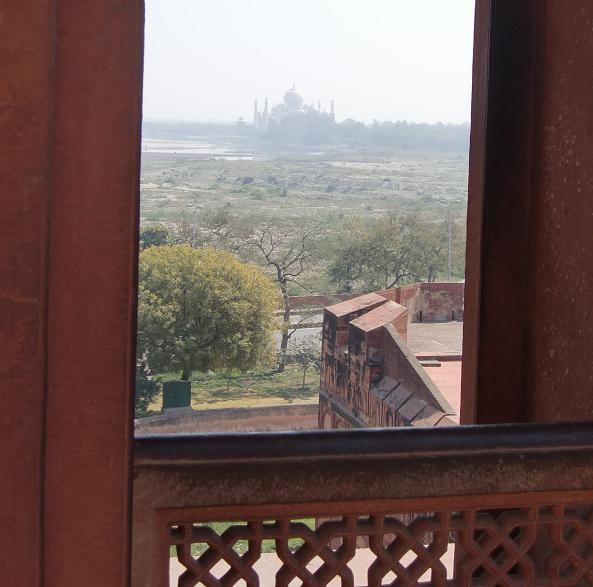 27 アグラ城よりタージマハルを望む