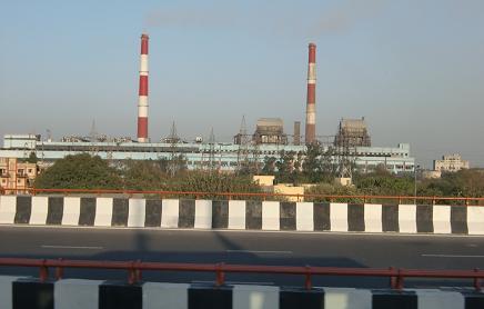 15 郊外の火力発電所