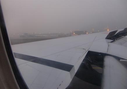 2 香港空港に到着