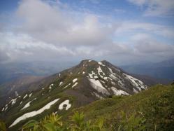 残雪のある大日ヶ岳稜線