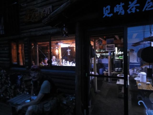 食堂の夜景