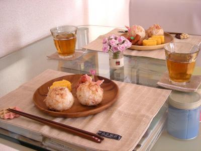 チーズおかかむすびで朝ごはん_convert_20100308132810