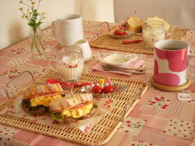 焼きたてパンで朝ごはん_convert_20100405152531
