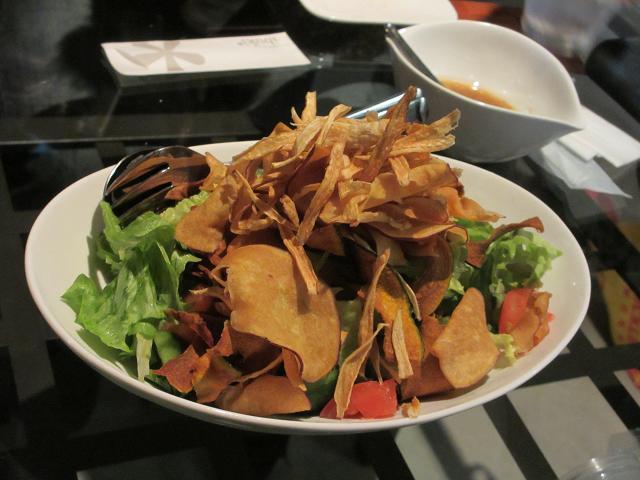 根菜チップスのサラダ