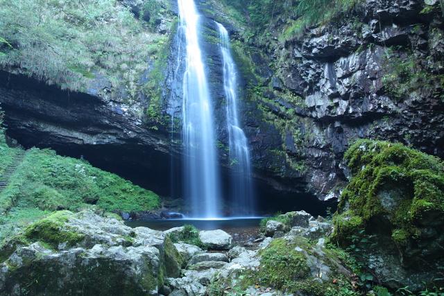 神秘に満ちた「龍頭ヶ滝」1
