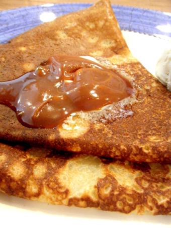 『クニタチ・ティー・ハウス』の塩バターキャラメルのクレープ